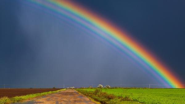 Regenbogen über der Landschaft